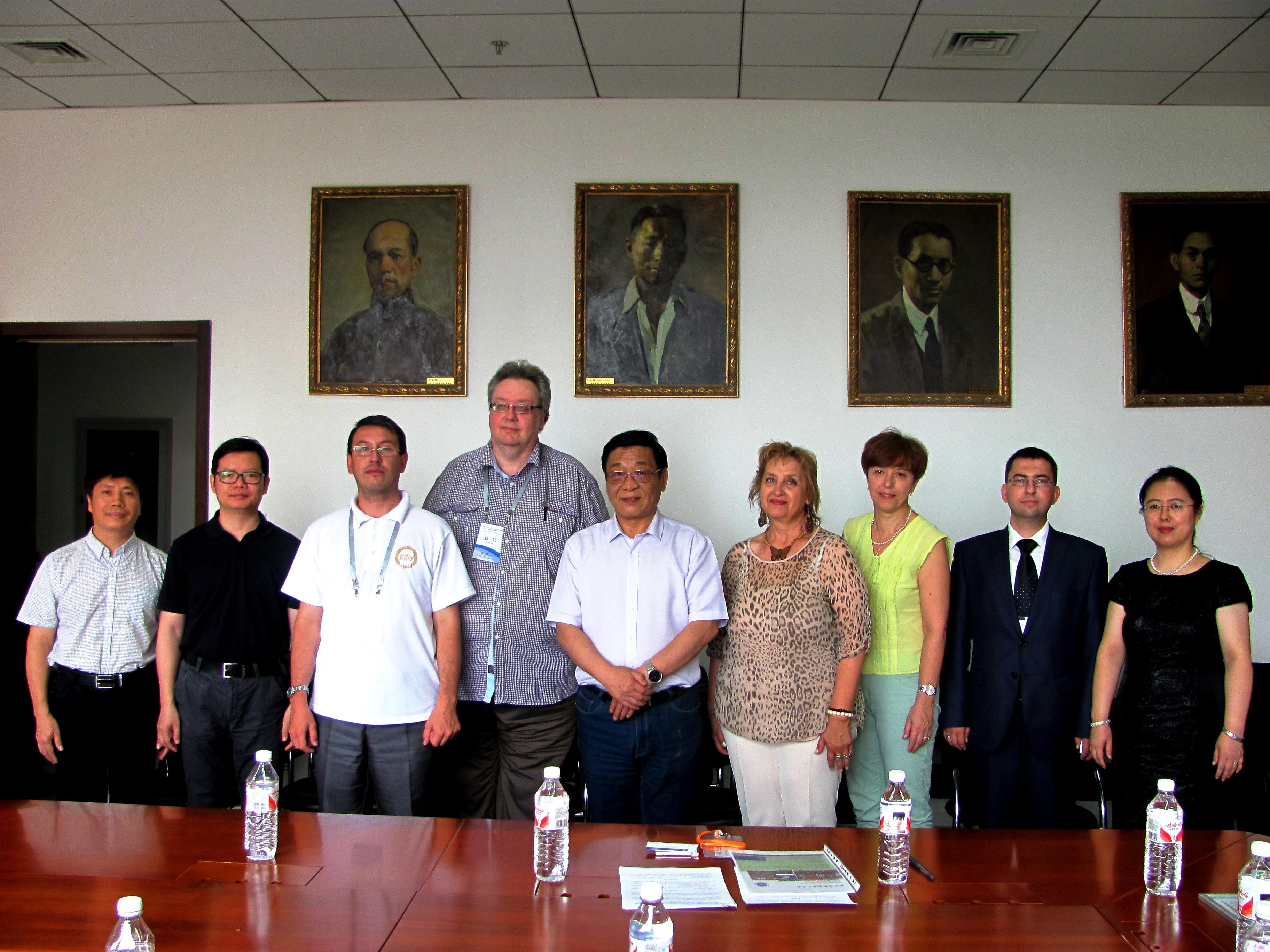 Памятная и историческая фотография с китайскими коллегами